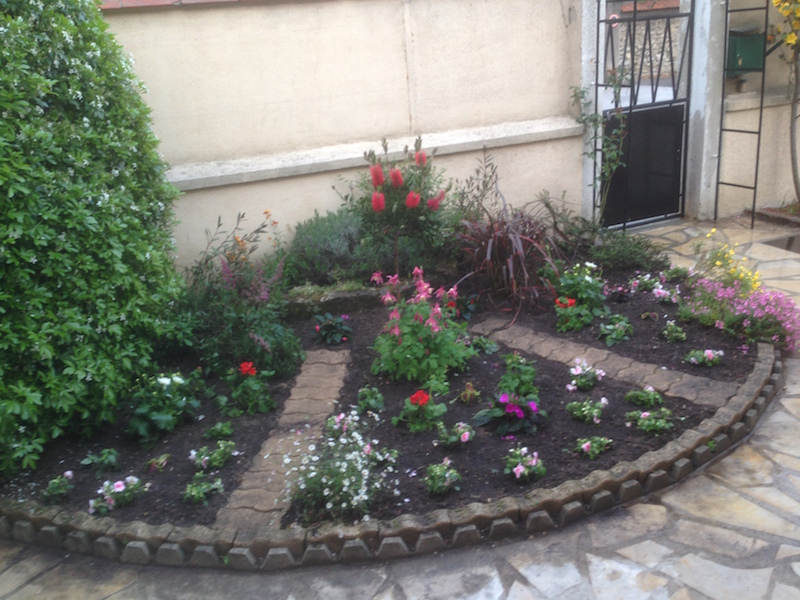 Massif de jardin saint maur 94210 aidlib for Creation massif jardin