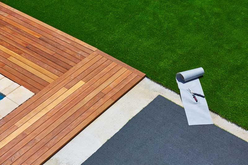 pelouse-synthetique-piscine-aidlib-espaces-verts