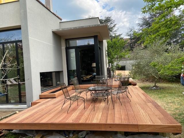 monter une terrasse en Tali avec un bassin aquatique