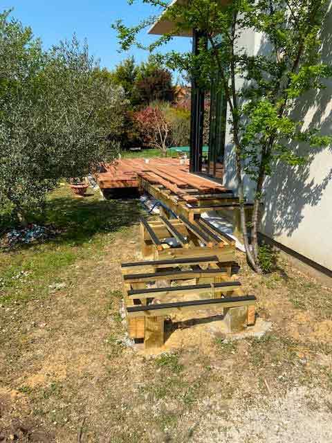 terrasse-bois-bassin-aidlib-paysagiste-Création d'escalier à paliers